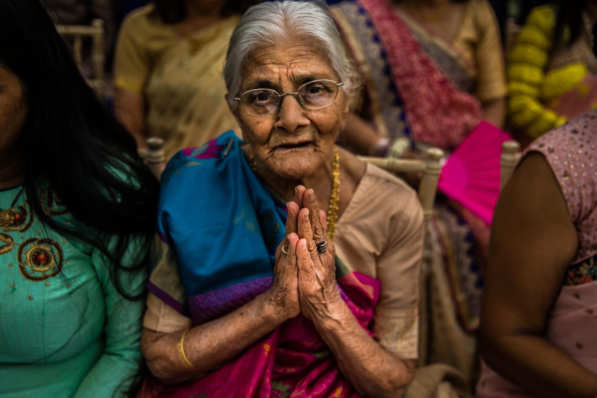 Gran Praying