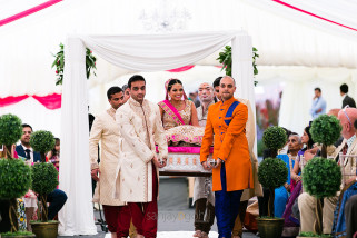 Gujarati Bride arriving with her brothers