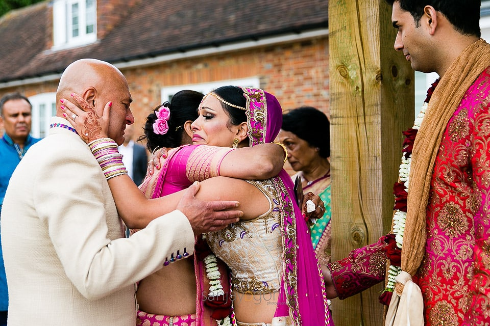 Bride hugging mother and father during vidhai