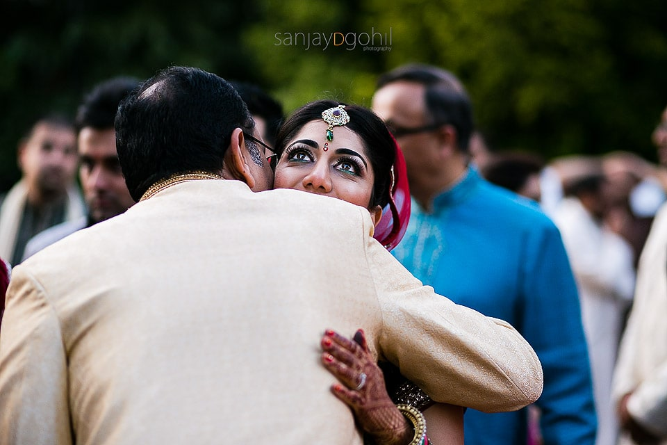 Bride hugging guest during vidhai