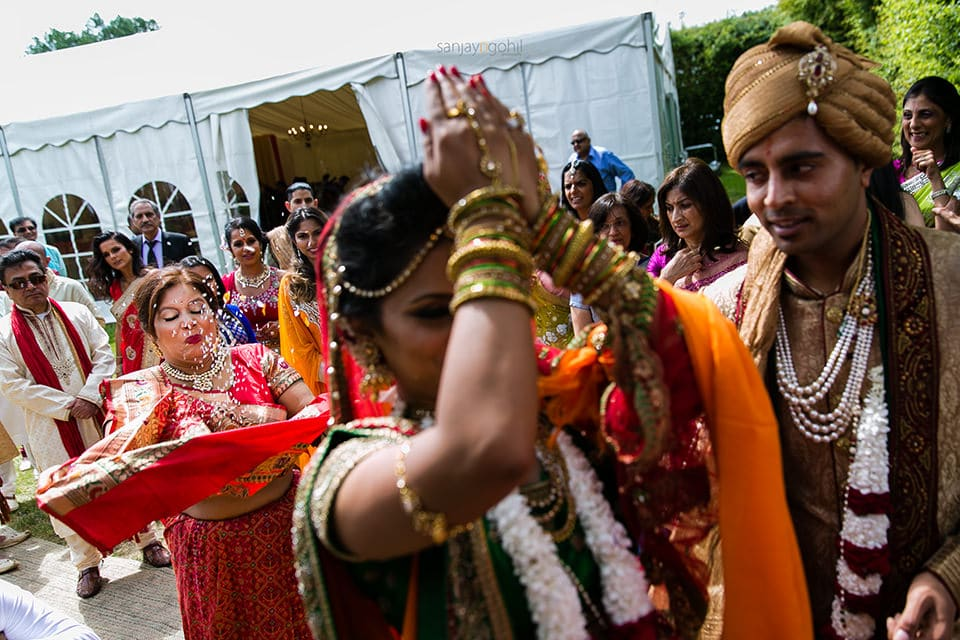 Hindu Bride throwing rice as she leaves