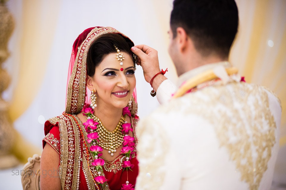 Sindoor being placed onto the forehead of the bride