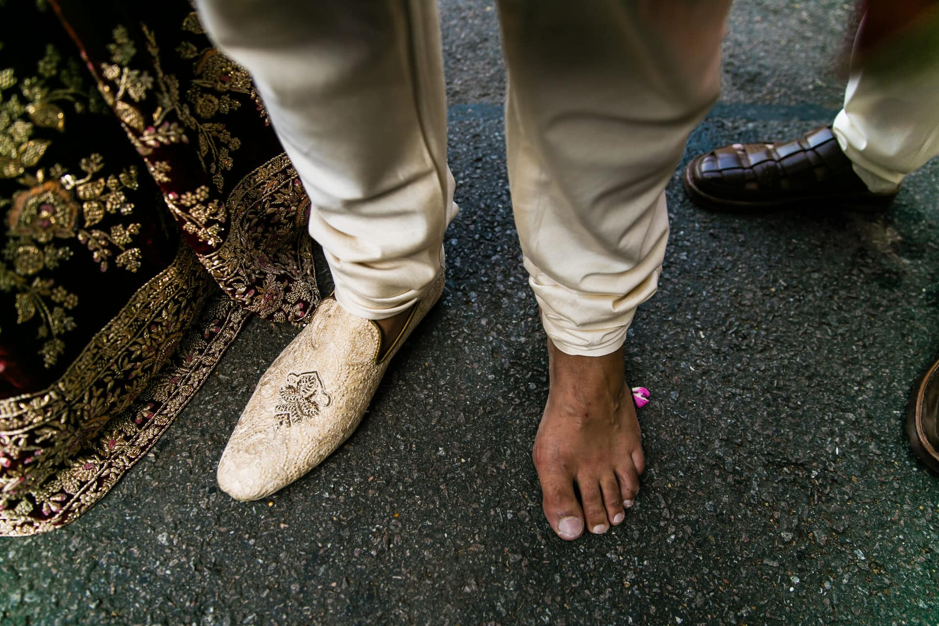 Groom with 1 shoe