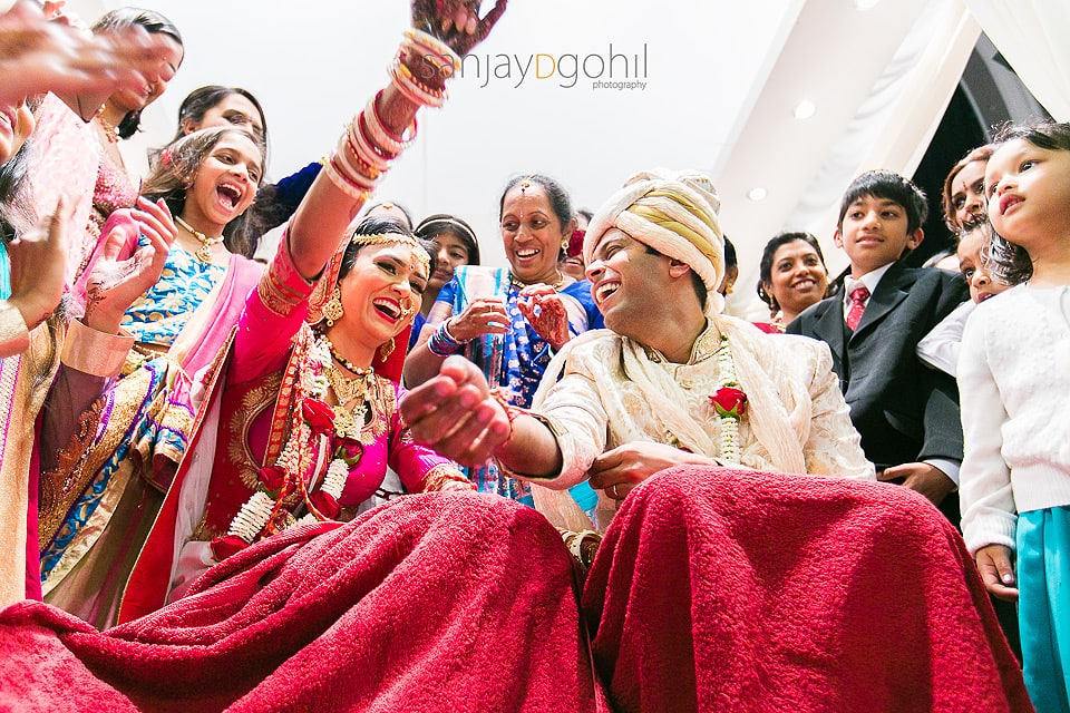 Kida Kodi game during Gujarati wedding ceremony