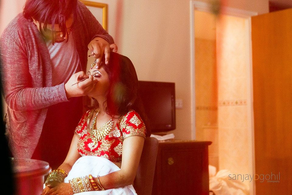 Hindu Wedding Bride getting ready by Jawaad Ashraf