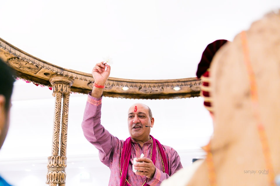 Pandit Vasudev Mehta Performing Hindu wedding ceremony
